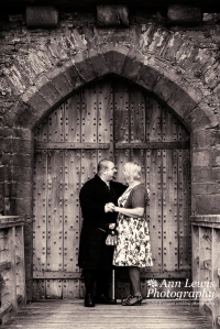 Caerphilly Castle weddings by Ann Lewis Photography